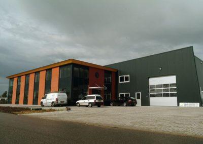 NB-bedrijfsgebouw-Riezebosweg-te-Vaassen-1-700x466